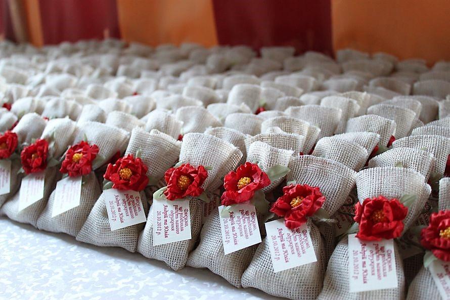 Подарки своими руками на свадьбу гостям