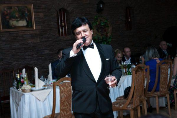 Поющий ведущий на свадьбу в Москве - Вячеслав Иванов. Свадебное агентство EventYou